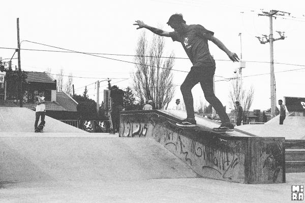 Agus Brarda, flip bs tailslide, varios tiros seguidos. Foto: Manu Urbano