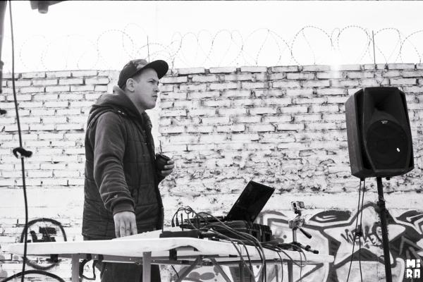 Lucas a cargo de la musicalización. Foto: Simón Campos