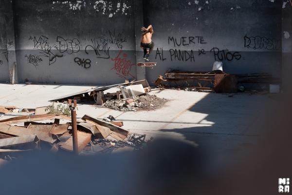 Nico Hernandez, hardflip. Foto: Manu Urbano