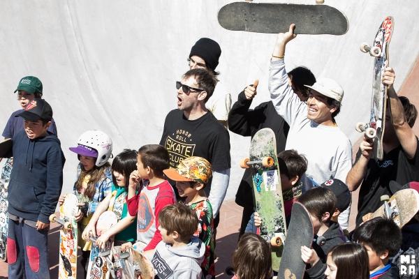 Juano Wallace finalizando la escuelita Junto a Mati de Bolsón con sus alumnos. Foto: Manu Urbano